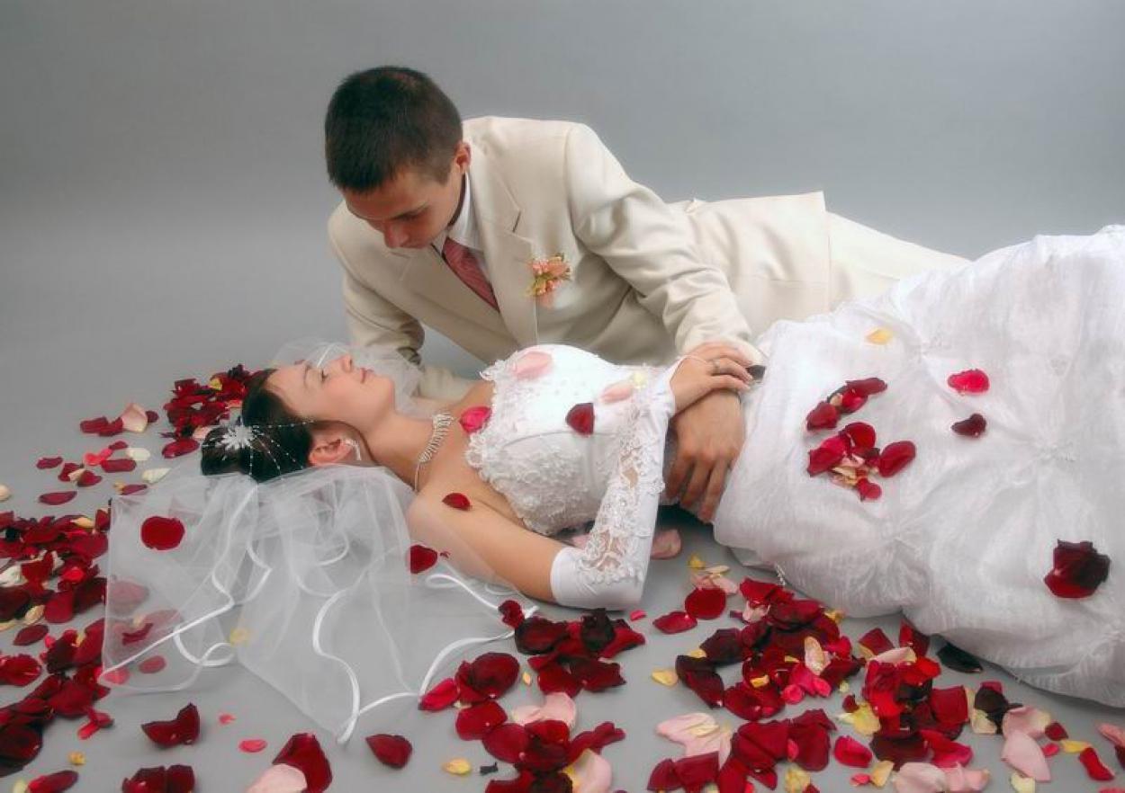 смерть российских фото брачной ночи жениха и невесты офицер ведёт себя