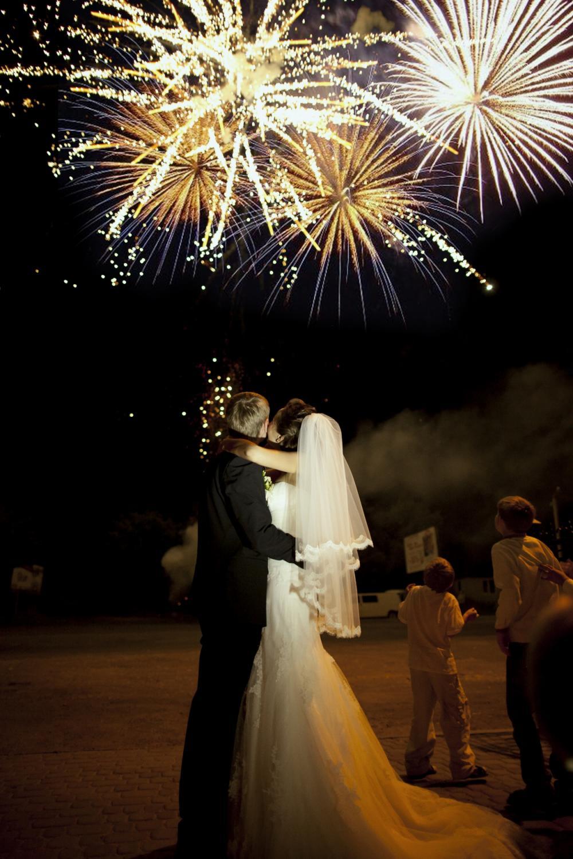 Салют на свадьбе - фото фаер-шоу, красивый фейерверк 71