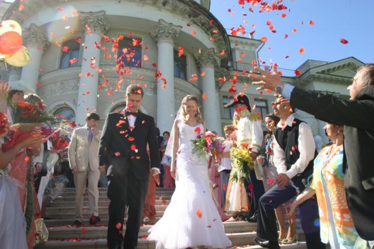 Тратить на свадьбу