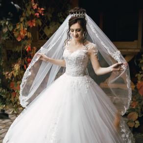 Розкішна весільна сукня a2eeca00180e0